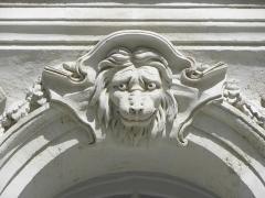 Immeuble - Français:   Immeuble 9 Quai Turenne à Nantes (44). 1er étage. 3ème travée. Mascaron.