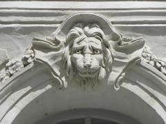 Immeuble - Immeuble 9 Quai Turenne à Nantes (44). 1er étage. 4ème travée. Mascaron.