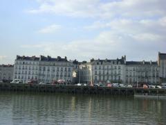 Maison - Français:   Maison au 86 quai de la fosse à Nantes. Le n°86 se trouve au centre de la photo. C\'est la maison qui fait un angle avec une autre rue.