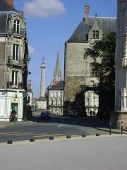 Porte gallo-romaine, dite du Bastion Saint-Pierre, dépendant de l'ancien évêché - Français:   La Porte Saint-Pierre de Nantes. Façade ouest