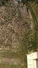 Porte gallo-romaine, dite du Bastion Saint-Pierre, dépendant de l'ancien évêché - Français:   Remnants of Roman masonry, incorporated into Porte Saint-Pierre, Nantes