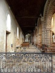 Ancienne abbaye - Intérieur de l'abbatiale de Saint-Gildas-des-Bois (44). Collatéral nord vu de la chapelle des fonts.