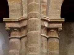 Ancienne abbaye - Intérieur de l'abbatiale de Saint-Gildas-des-Bois (44). Chapiteau de la nef. Costale sud.