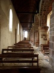 Ancienne abbaye - Intérieur de l'abbatiale de Saint-Gildas-des-Bois (44). Collatéral nord vu du croisillon méridional.