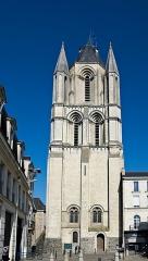 Ancienne abbaye Saint-Aubin, actuelle préfecture - Français:   L\'abbaye Saint-Aubin est une ancienne abbaye située à Angers qui a été fondée au VIe ou VIIe siècle et qui a été dispersée à la Révolution française.