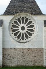 Abbaye Toussaint - Français:   Rosace du mur oriental de la galerie David-d\'Angers (à Angers). Maçonneries de schiste et de tuffeau.