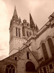Cathédrale Saint-Maurice - This building is indexed in the base Mérimée, a database of architectural heritage maintained by the French Ministry of Culture,under the reference PA00108866 .