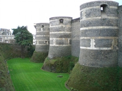 Château d'Angers - This building is classé au titre des Monuments Historiques. It is indexed in the Base Mérimée, a database of architectural heritage maintained by the French Ministry of Culture, under the references IA49000839   and PA00108871 .