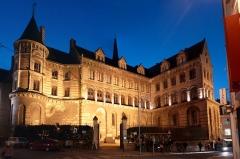Ancien évêché ou Palais du Tau - English:  The Tau Palace by night, old Bishop's Palace of Angers, Maine-et-Loire, Pays de la Loire, France.