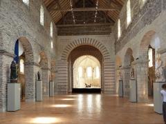 Immeuble - English:  Nave of the Collégiale Saint-Martin of Angers, Maine-et-Loire, Pays de la Loire, France.