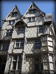 Maison d'Adam et Eve ou de l'Arbre de Vie - This building is indexed in the Base Mérimée, a database of architectural heritage maintained by the French Ministry of Culture, under the reference PA00108927 .