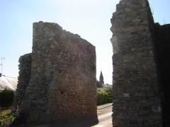 Fortifications - Français:   l\'église vue de la porte guerchoise