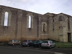 Eglise Saint-Denis (ruines) - Français:   L\'église Saint-Denis de Doué-le-Fontaine en mars 2015