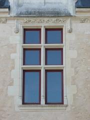 Château - fenêtres à croisée dit aussi à meneaux, Château de Durtal