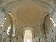 Ancienne abbaye royale de Fontevraud, actuellement centre culturel de l'Ouest - Français:   Troisième coupole nef de l\'abbatiale de Fontevraud (49).
