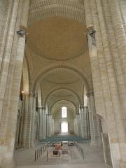 Ancienne abbaye royale de Fontevraud, actuellement centre culturel de l'Ouest - Français:   Nef de l\'abbatiale de Fontevraud (49).