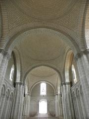Ancienne abbaye royale de Fontevraud, actuellement centre culturel de l'Ouest - Enfilade des coupoles de la nef de l'abbatiale de Fontevraud (49).