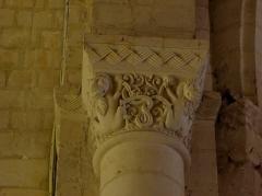 Eglise - Français:   Chapiteau de l\'église Saint-Germain de Mouliherne (49).