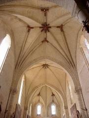 Eglise - Français:   Voûtes de la nef de l\'église Saint-Germain de Mouliherne (49) vues de la troisième travée en direction de la façade occidentale.