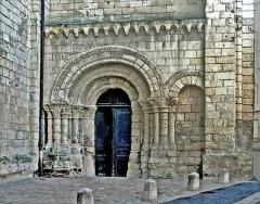 Eglise Saint-Pierre -  Portail du croisillon sud de l'église Saint-Pierre-du-Marais de Saumur (49).