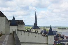 Eglise Saint-Pierre -  Remparts du château et clocher de l'église Saint-Pierre-du-Marais à Saumur (49).