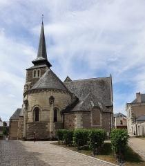 Eglise - Français:   Église Saint-Pierre-et-Saint-Romain de Savennières (49). Extérieur. Chevet.
