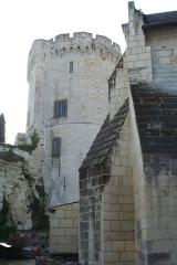 Tour de Trèves - Français:   Église Saint-Aubin et donjon de Trèves (commune de Chênehutte-Trèves-Cunault, Maine-et-Loire).