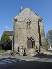 Eglise - Français:   Façade occidentale de l\'église Notre-Dame d\'Ambrières-les-Vallées (53).