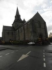 Eglise - Français:   Façade occidentale et flanc nord de l\'église Notre-Dame d\'Ambrières-les-Vallées (53).