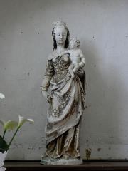 Eglise - Intérieur de l'église Saint-Jean-Baptiste de Bannes (53). Statue de la vierge à l'Enfant.