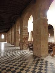 Eglise Saint-Jean-Baptiste - Français:   Intérieur de l\'église Saint-Jean-Baptiste de Château-Gontier (53). Collatéral sud.