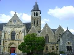 Cathédrale de la Trinité - Cathédrale de la Sainte-Trinité de Laval, Mayenne. Façade occidentale.