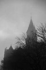 Cathédrale de la Trinité - Français:   La Cathédrale de la Trinité, à Laval; De l\'extérieur, elle se détachait dans le ciel brumeux de ce réveillon à la tombée de la nuit.