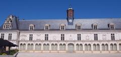 Château Neuf, actuellement Palais de Justice de Laval - Français:   Laval (Pays de la Loire, France). La façade occidentale du château neuf.