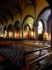 Eglise Notre-Dame des Cordeliers - Français:   Église Notre-Dame-des-Cordeliers de Laval (53). Enfilade des chapelles à droite de la nef.