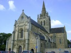 Eglise Notre-Dame d'Avesnière - Eglise Notre-Dame d'Avernière à Laval, Mayenne. Vue générale occidentale.