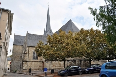 Eglise Saint-Vénérand - Français:   Façade sud de l\'église Saint-Vénérand de Laval.