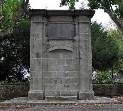 Fontaine - Français:   Fontaine de la place des Quatre-Docteurs-Bucquet à Laval