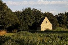 Chapelle Saint-Léonard (anciennement nommée Ferme Saint-Léonard) -  La chapelle Saint-Léonard à la périphérie de la ville de Mayenne.