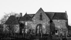 Abbaye de Fontaine-Daniel (restes) - Français:   Ancienne porterie de l\'abbaye.