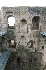 Château - Donjon du château de Sainte-Suzanne.