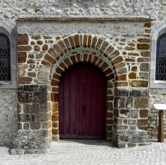 Eglise paroissiale Notre-Dame - Extérieur de l'église Notre-Dame de Cossé-en-Champagne (53). Portail occidental.