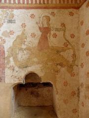 Eglise paroissiale Notre-Dame - Fresques ornant le mur est de la chapelle Sainte-Anne de l'église Notre-Dame de Cossé-en-Champagne (53). Sainte au dragon.