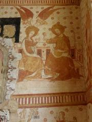 Eglise paroissiale Notre-Dame - Fresques ornant le mur est de la chapelle Sainte-Anne de l'église Notre-Dame de Cossé-en-Champagne (53). Couronnement de la Vierge.