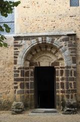 Eglise - Deutsch: Kirche Saint-Hilaire in Asnières-sur-Vègre im Département Sarthe (Pays de la Loire/Frankreich), Portal
