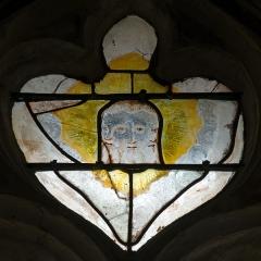 Eglise Saint-Martin-de-Tours - Français:   Rare représentation de la Trinité, détail d\'une verrière de l\'église Saint Martin de Courgenard, Sarthe.