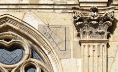 Eglise Notre-Dame-des-Marais - Français:   Cadran solaire sur la façade de l\'Église Notre-Dame-des-Marais de La Ferté-Bernard, Sarthe