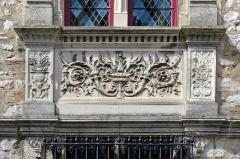 Maison Renaissance - Français:   Bas-relief d\'ornement sur la façade de la Maison de la Tourelle - Le Mans, Sarthe
