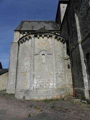 Eglise - Français:   Église Saint-Laurent de Neuvy-en-Champagne (72). Chevet. Absidiole sud.