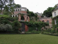 Château de Poncé - Français:   Décor néogothique sur le coteau.